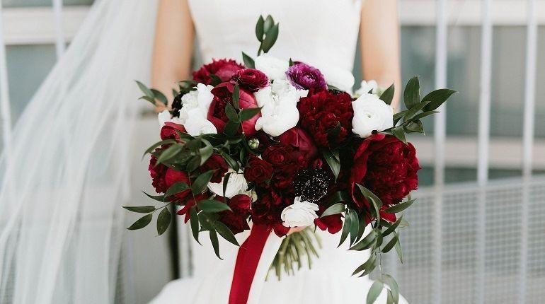 Букет в цвете марсала