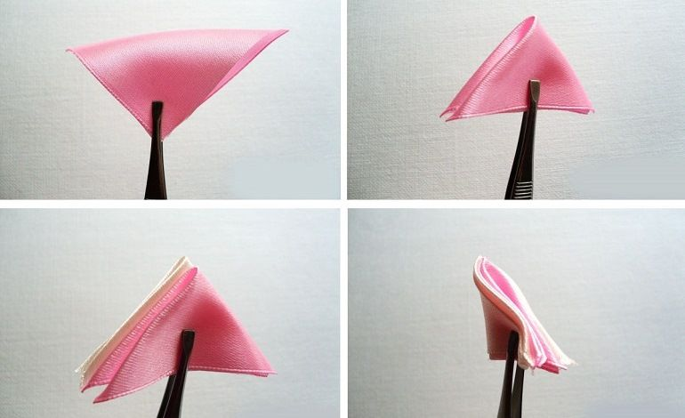 Сложить лепестки из белой и розовой ленты