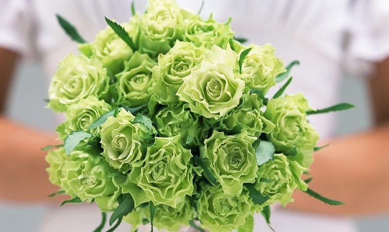 Зеленые розы в букете невесты