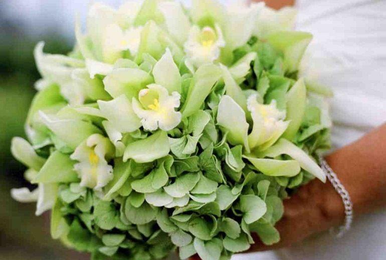 Зеленые гортензии в букете невесты