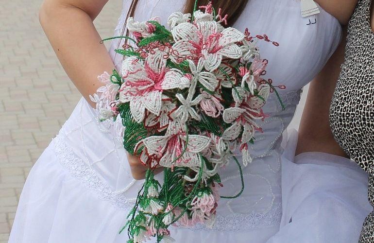 Роскошный свадебный букет из бисера