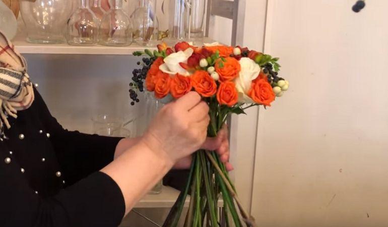 Оранжевые цветы в букете