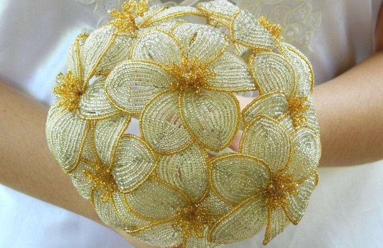 Золотой букет из бисера для невесты