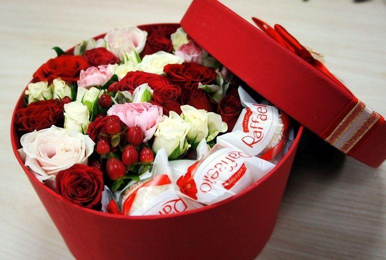 Цветочно-конфетный букет