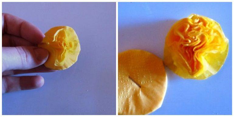 Сформировать объемный цветок из салфетки