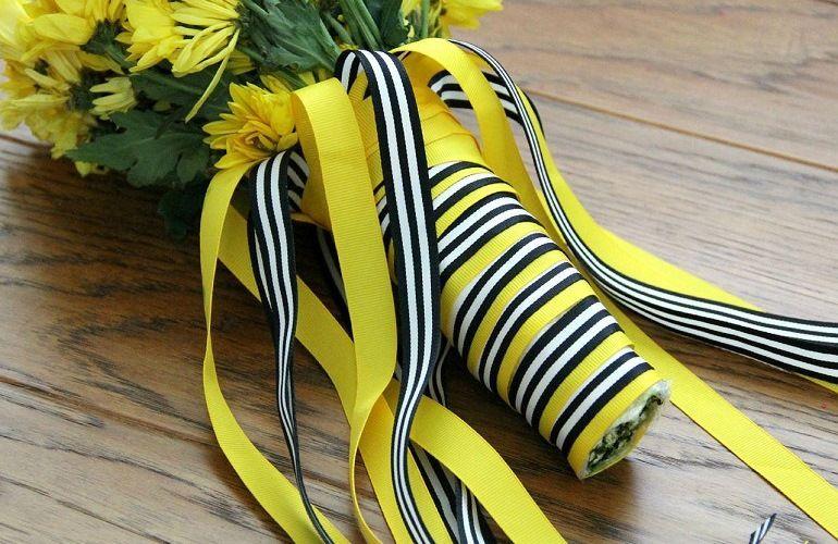 Как завязать ленты на букете цветов