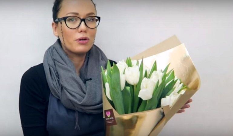 Букет тюльпанов в упаковке из крафт бумаги