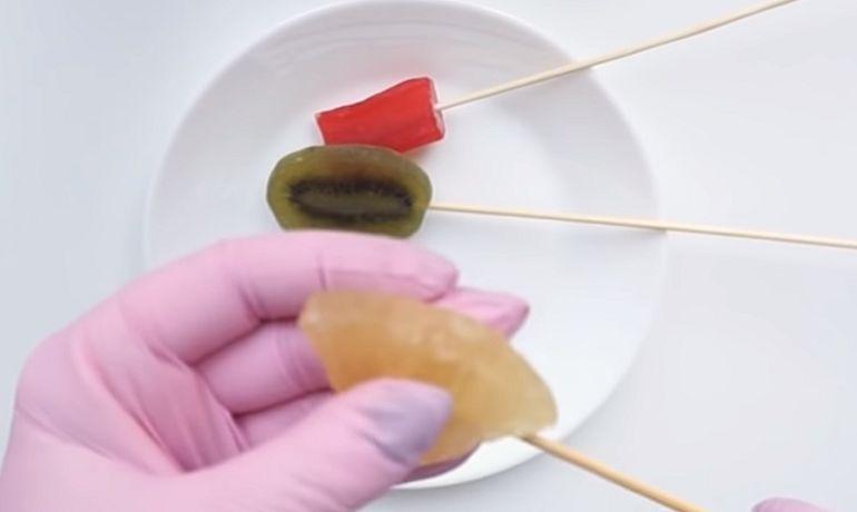 Сухофрукты на шпажках