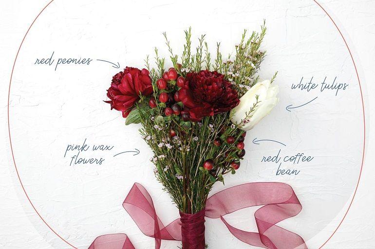 Композиция из тюльпанов, пионов, зелени