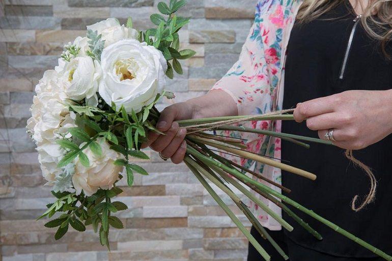 Связать стебли цветов