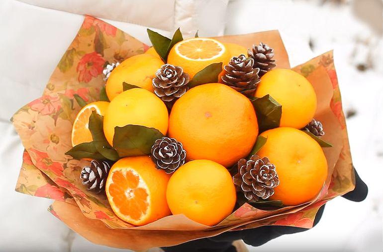 Новогодний букет из апельсинов