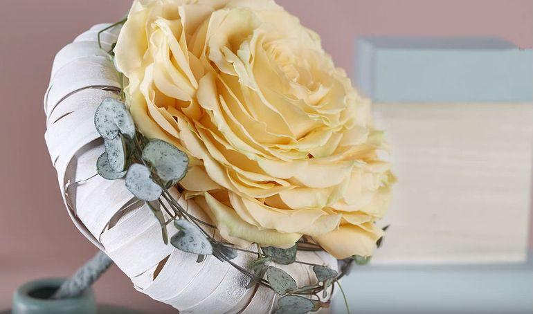 Букет невесты из лепестков роз