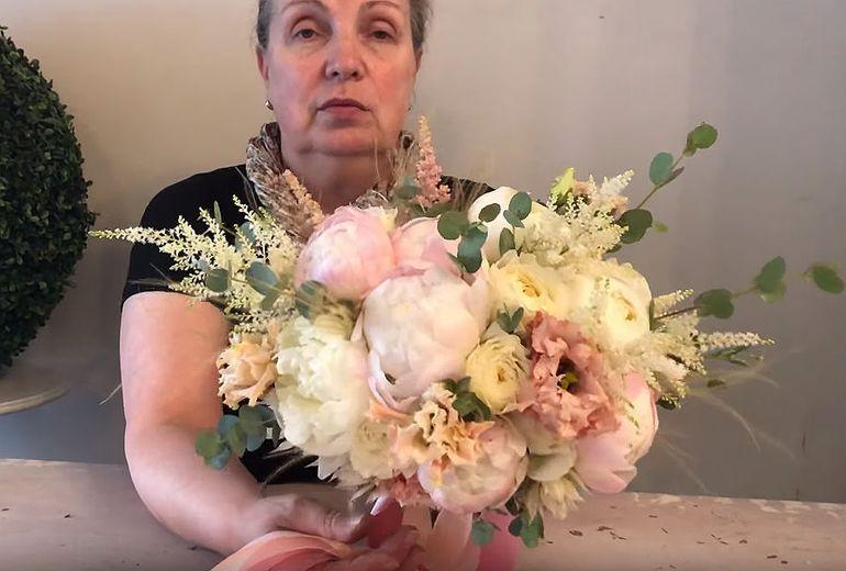 Букет невесты в бежевых тонах