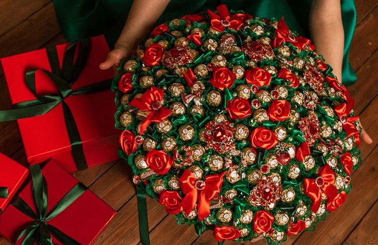 Букет из конфет на Новый год