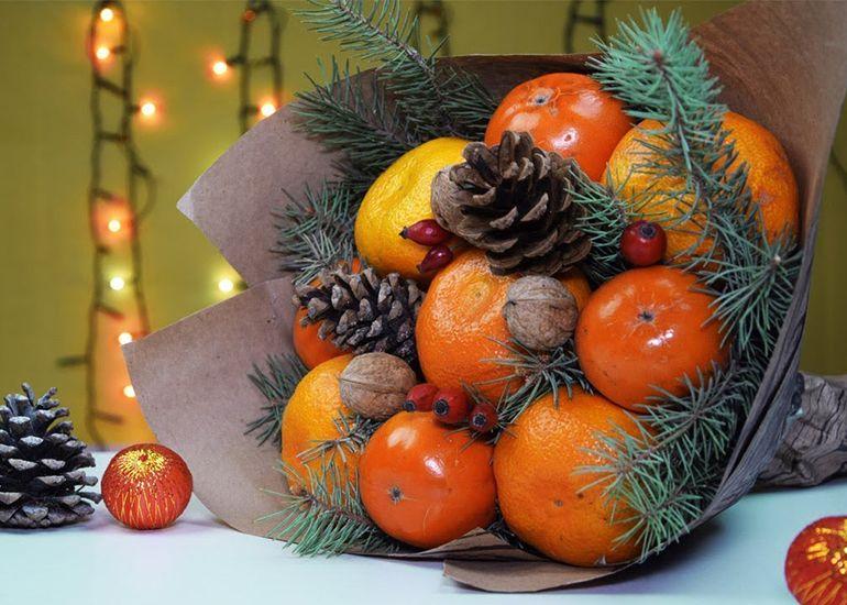 Новогодние букеты из фруктов и орехов
