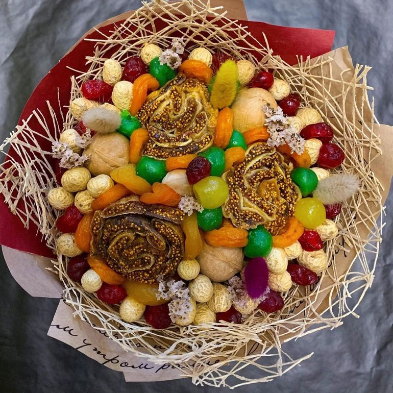 Новогодние букеты из сухофруктов