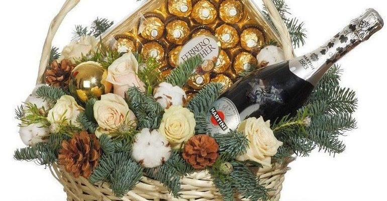 Новогодний букет из шампанского в ведре