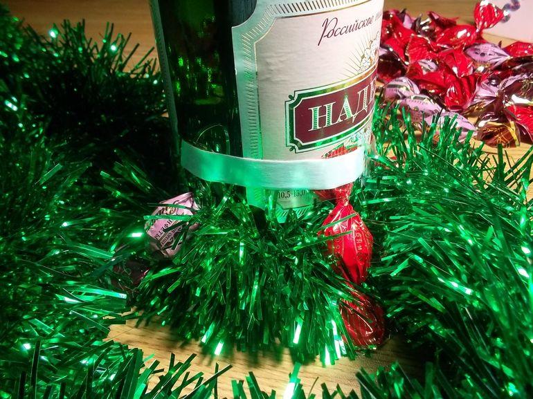 Мастер-класс по сборке новогоднего букета из шампанского в виде елки