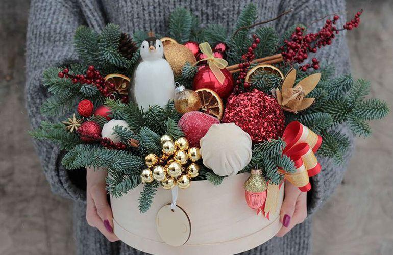 Новогодние букеты в шляпной коробке для женщин