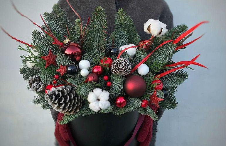 Новогодние букеты в шляпной коробке для мужчин