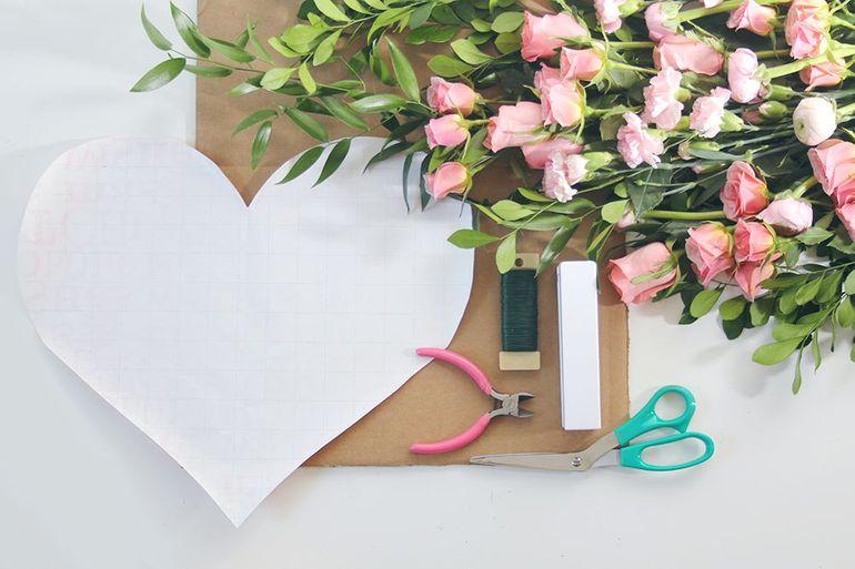 Мастер-класс по сборке букета на 14 февраля в виде сердца