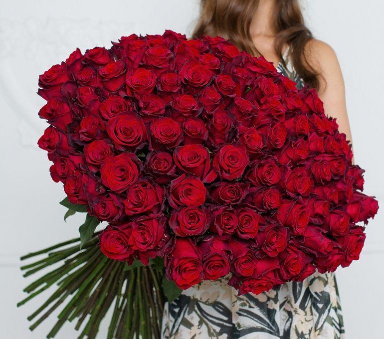 101 роза на День Валентина