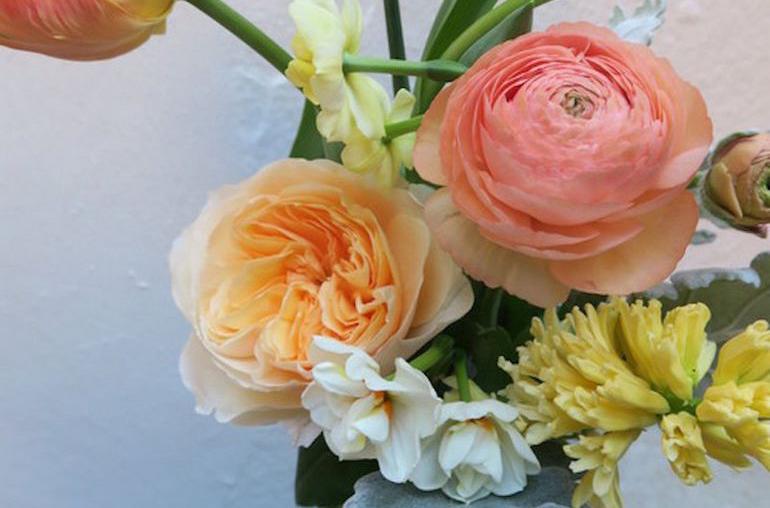 Букет для мамы на 8 Марта - выбираем цвет