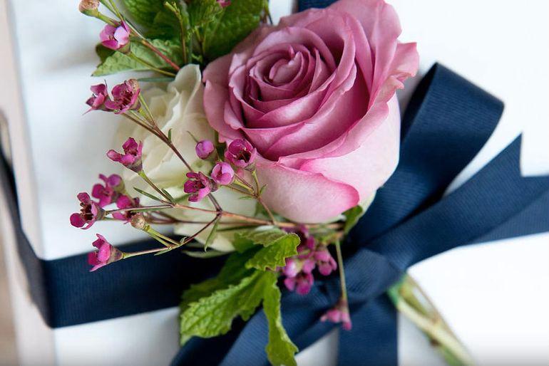 Мастер-класс по сборке букета из роз на 8 марта с парфюмерией