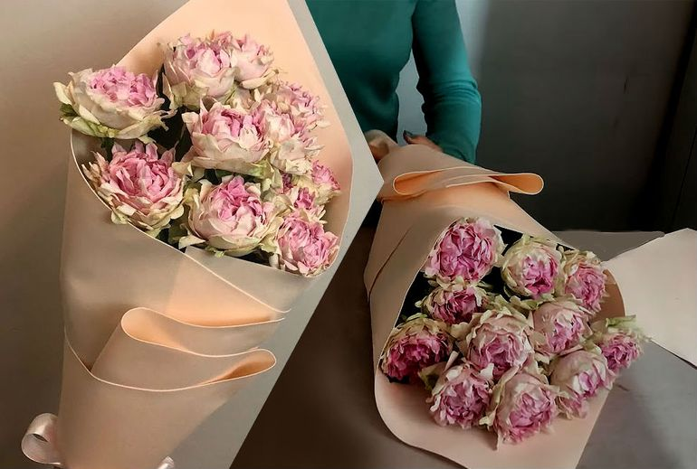 Мастер-класс по сборке букета из роз на 8 марта в упаковке
