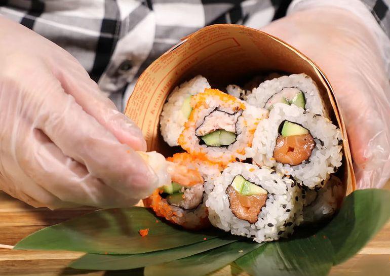 Мастер-класс по сборке букета из суши для мужа на 23 февраля